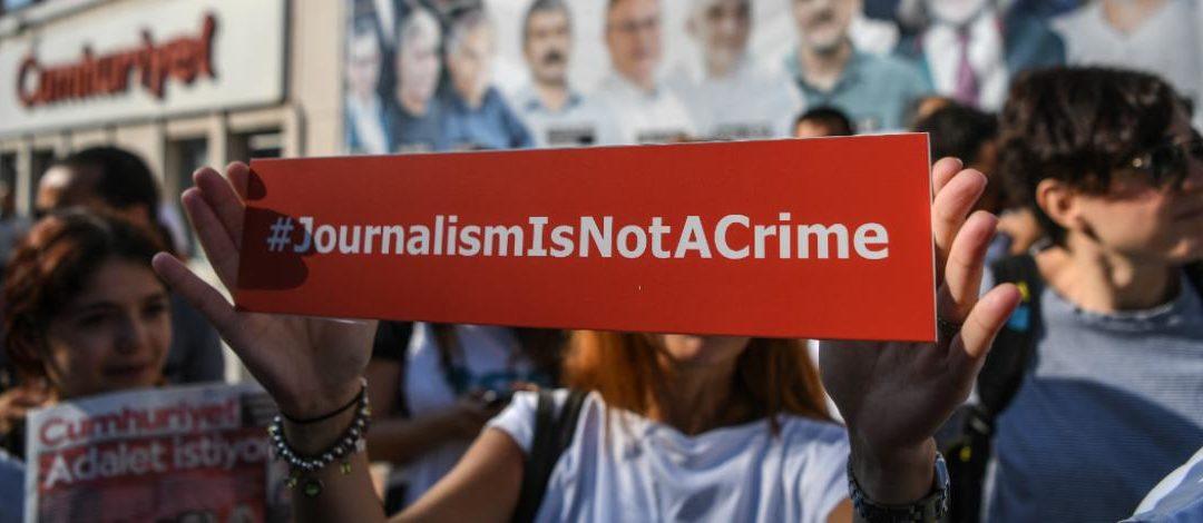 Türkei: Gerichtsverhandlungen in Istanbul enden mit Gefängnisstrafen für 25 Journalisten